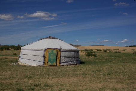 This is actually not the yurt of Dorion (I seemed not to have pictures of it!), but one somewhat close by.